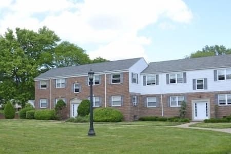 Large 1 bedroom apt (Train Access) - Haddonfield
