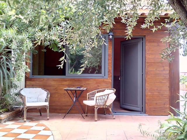 Dependance con cucina in villa Etna-mare 2 km. - Acireale - Bed & Breakfast