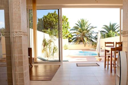 Acogedor, amplio con piscina privada. - Radazul. El Rosario - Reihenhaus