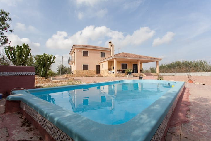 Country House, pool, wifi, 12 persons