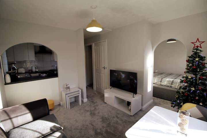 Entire One Bedroom Apartment - Newly Refurbished
