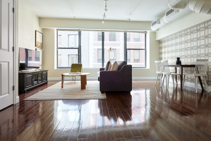 Sonder | Financial District | Warm 2BR + Sofa Bed