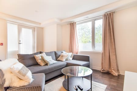 Quiet 2 bedroom + 2 FULL bath + parking - Ottawa - Társasház