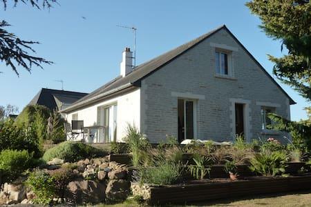 MAISON LUMINEUSE SUR TERRAIN ARBORE - Brissac-Quincé - Rumah