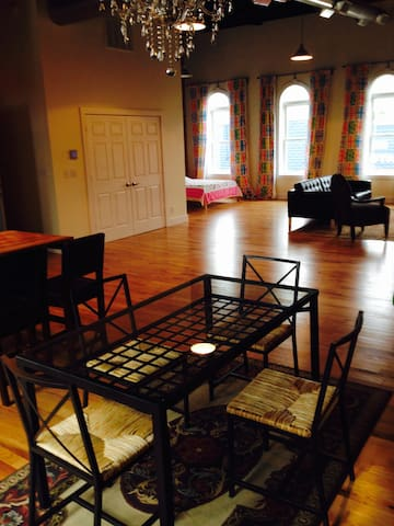 Newly Renovated Loft 1880's Main St - Elmore - Loft