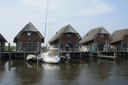 Beautiful Watervilla - De Heen - Dom