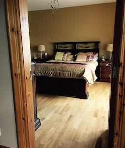 Double room with ensuite bathroom - Buncrana