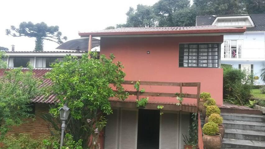 Casa em cond. perto do Park Barigui