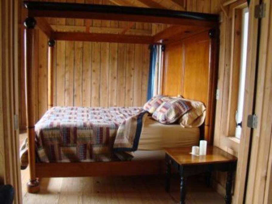 Overlook king bed room