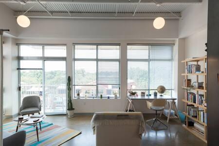 Bright & Modern East Austin Studio