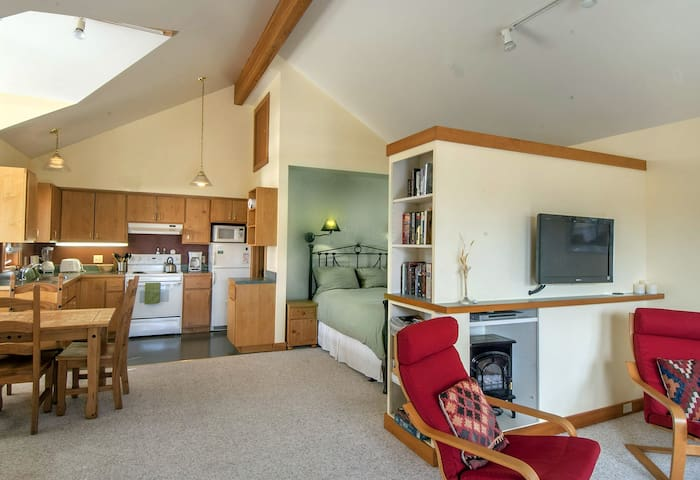 Courtyard Suites:  Studio Suite - Friday Harbor - Apartment