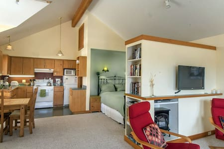 Courtyard Suites:  Studio Suite - Friday Harbor