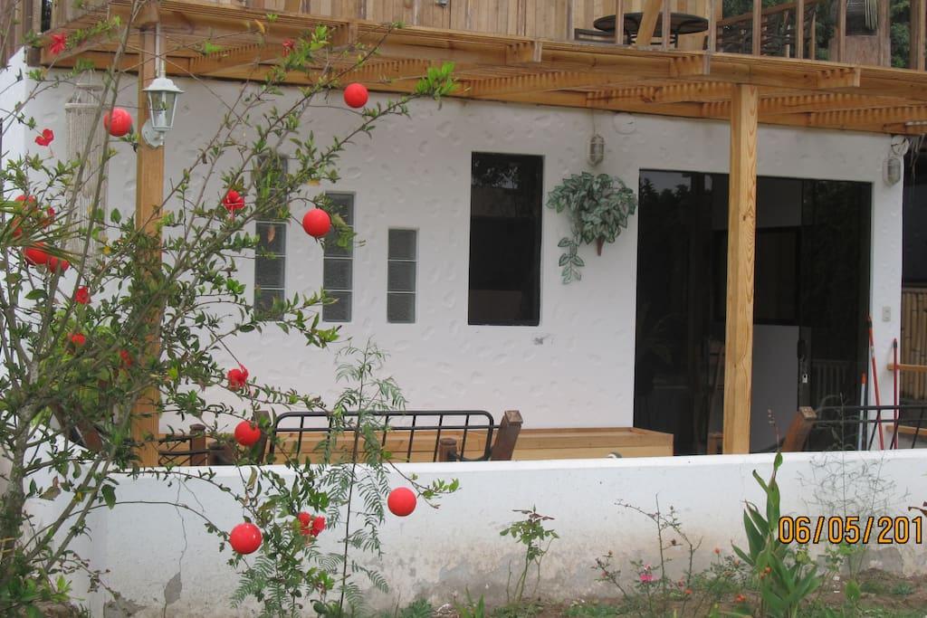 bungalow con 2 dormitorios,1baño en principal,terraza,kichinet,cocina ,