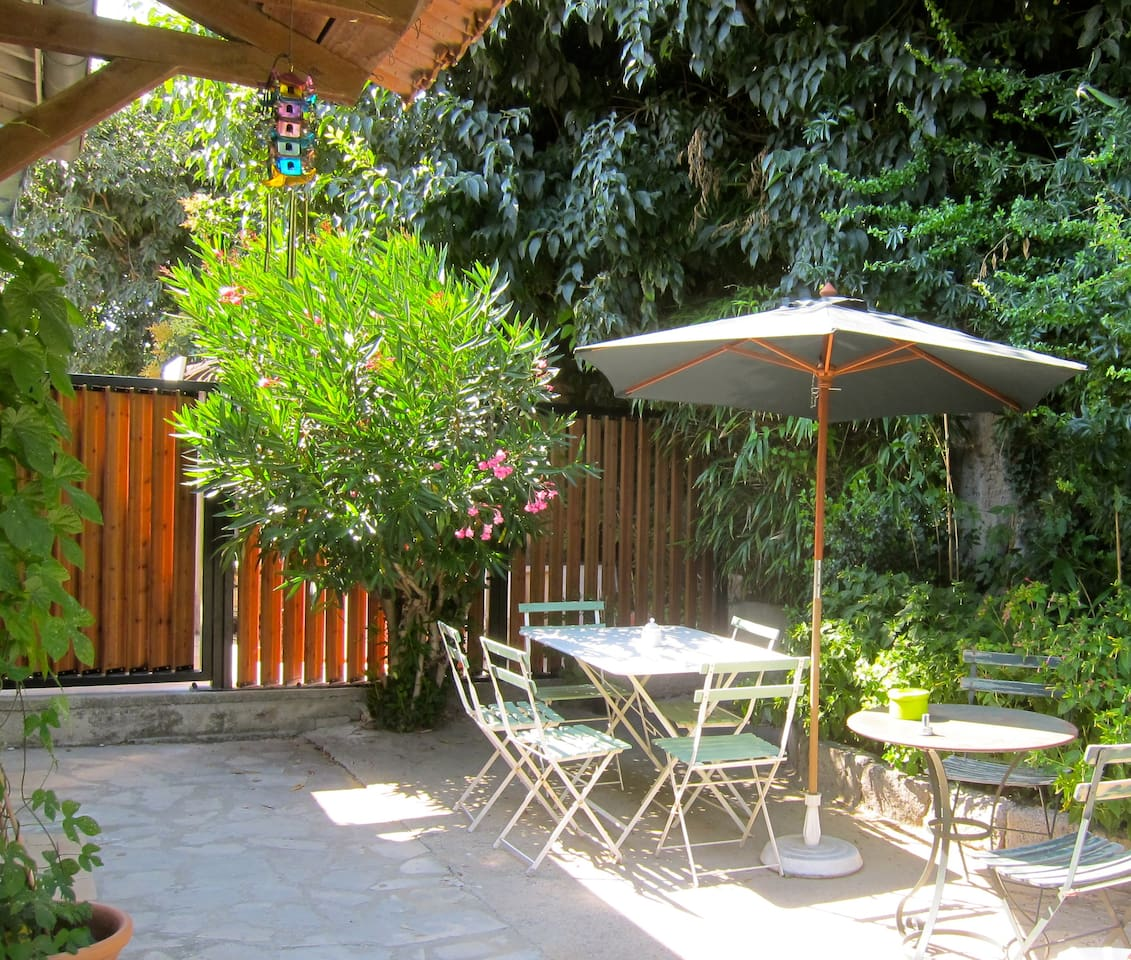 Terrasse accessible de la cuisine-salle à manger et de la grande chambre