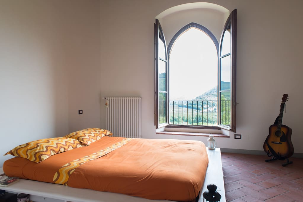 This is the master bedroom, you will wake up looking over the Florentine valley and you will feel so relaxed.