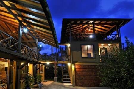 Hilltop House in Esterillos