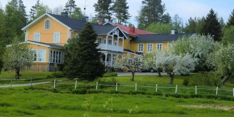 Hälsingegården, Ett unikt boende, eget hus i ladan