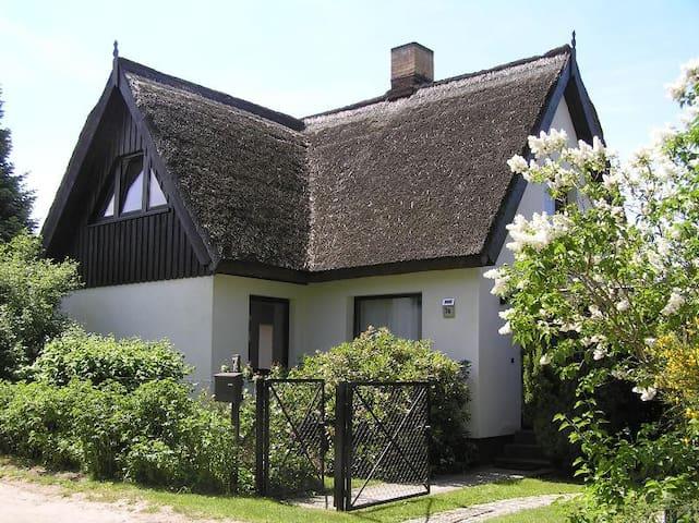 Charmantes Reetdachhaus - Prerow - House