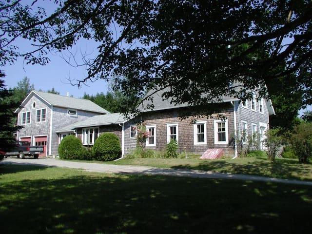 Delightful Mt. Desert Island Farmhouse - Southwest Harbor - บ้าน