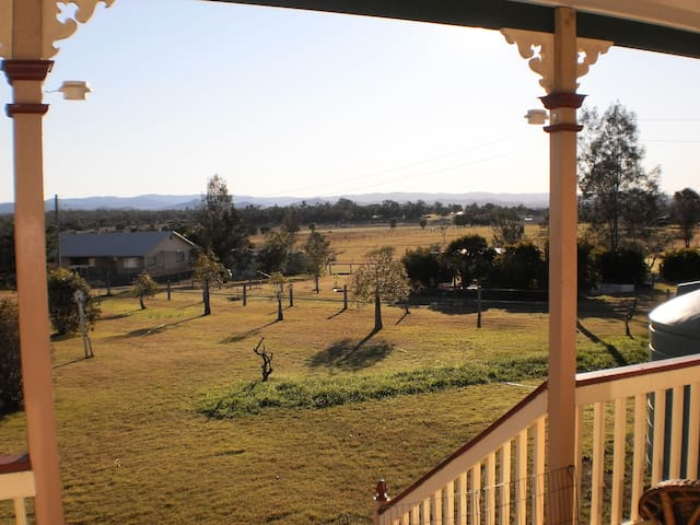 3 bedrooms+, quiet, pet friendly country home - Lowood