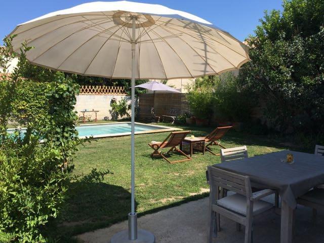Gîte,jardin parking accès piscine - Tarascon - House