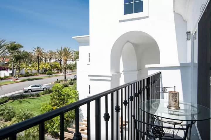 Relax in comfort/ LA COSTA resort Suite , pool/spa