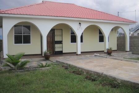 Villa i Tanga Sahare  plott no. 377 - Vila
