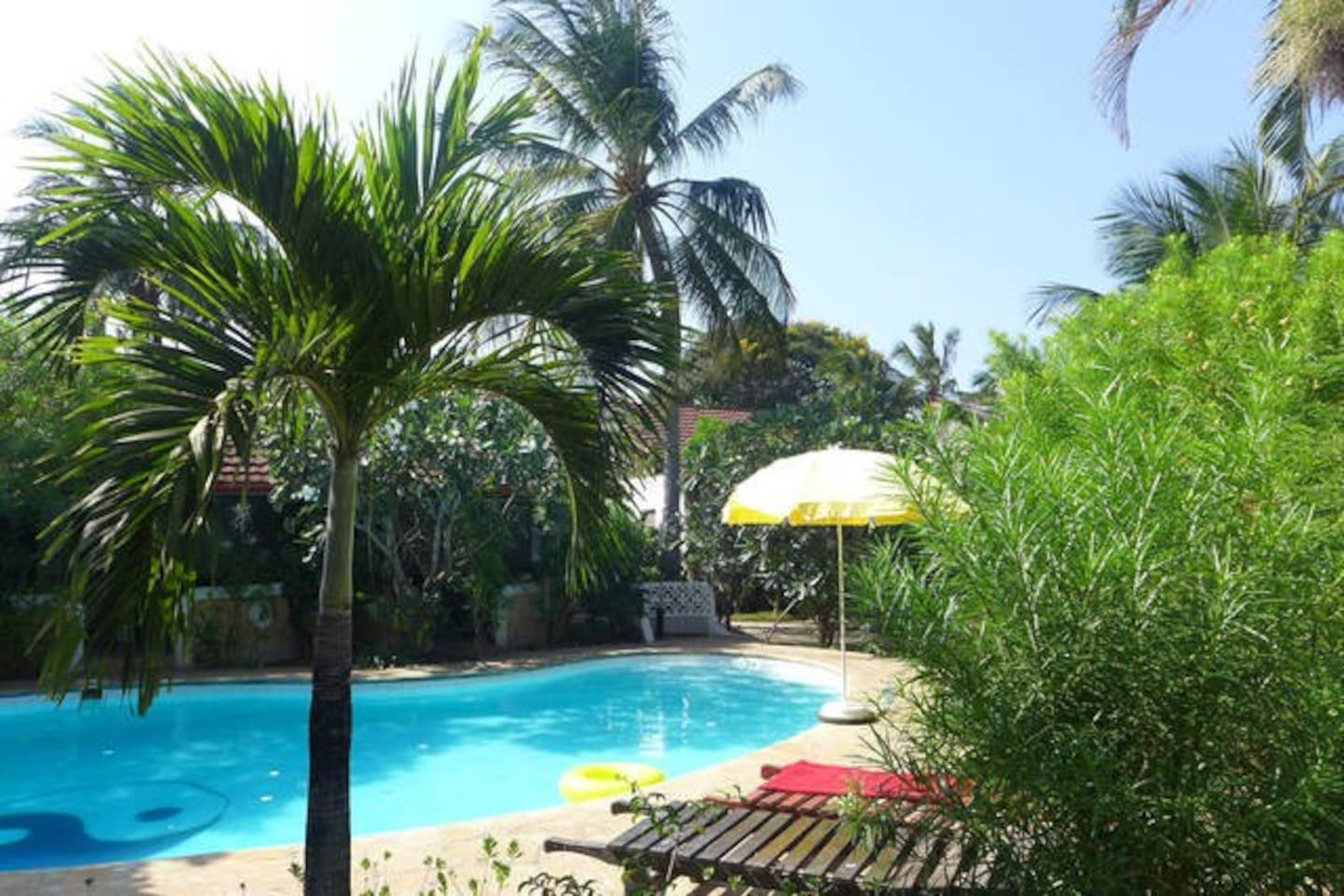 Frangipani Cottages in Diani Beach Kenya - Holiday Homes with pool and garden
