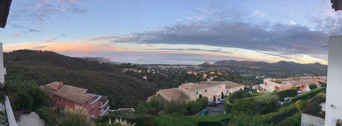 Vue exceptionnelle sur la Côte d'Azur