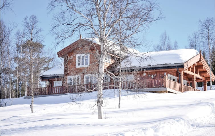 Holiday cottage with 3 bedrooms on 140m² in Øverbygd