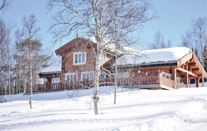 Nice home in Øverbygd with WiFi and 3 Bedrooms
