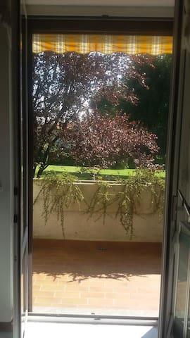 Nel verde comodo x Malpensa e laghi - Daverio - Apartamento