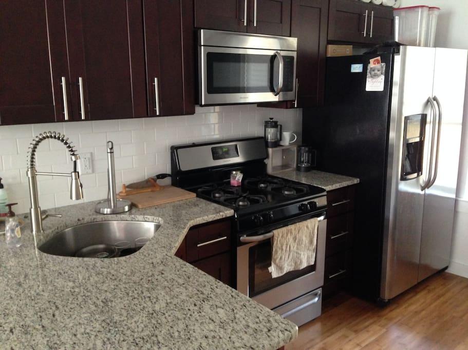 Brand new kitchen w/ granite counters