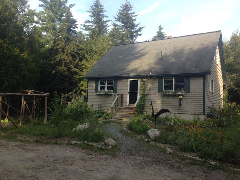 Beautiful new house, huge organic gardens. Super close to Acadia National Park and downtown!