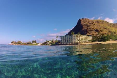 Peaceful Oceanfront Getaway- Sunny Makaha! - Mākaha - 公寓
