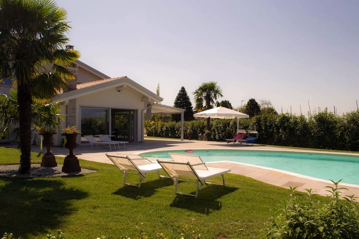 Detached Villa with pool in Veneto