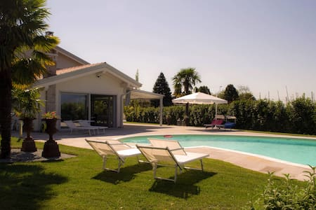 Detached Villa with pool in Veneto - Zanè