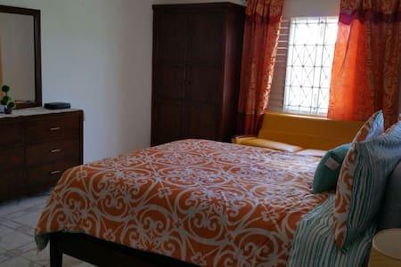 jus4uvacationrental - st ann - Lägenhet