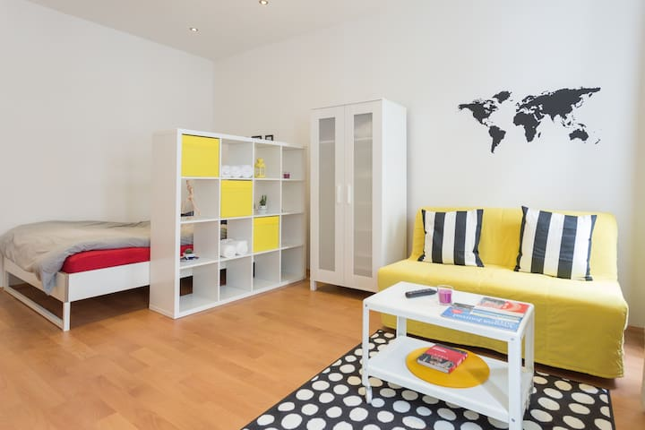 SUPERHOST Renovated apartment close to subway - Wien