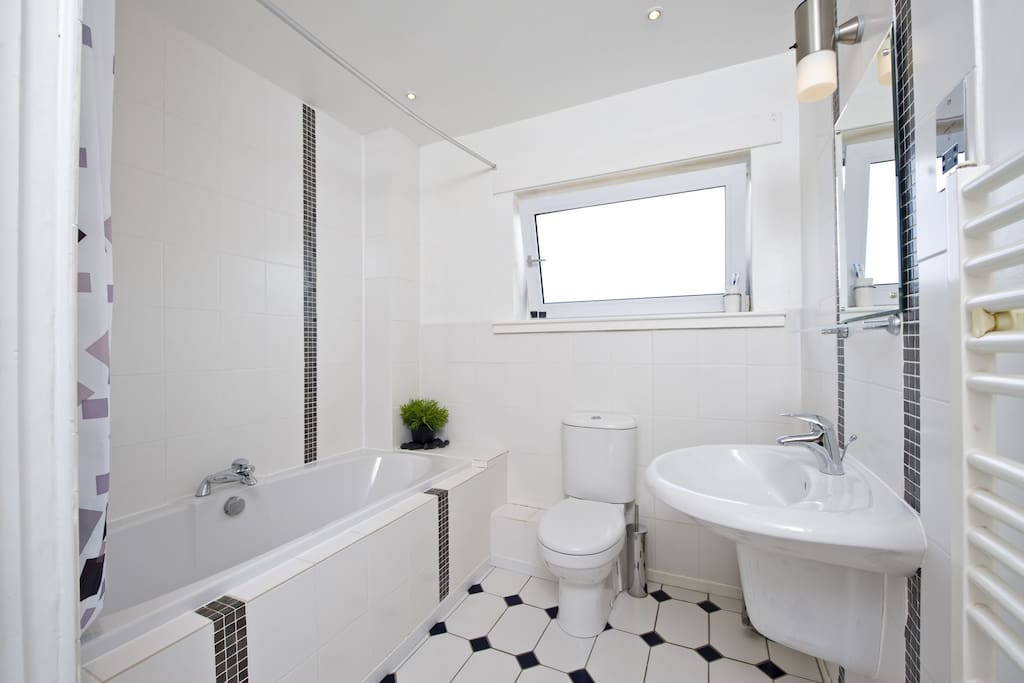 BAthroom with electric shower, bath and constant hot water