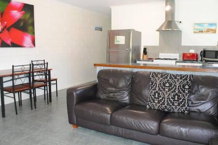 Seaside 3 Bed Villa PET friendly FREE WI FI! - Yorkeys Knob - Villa