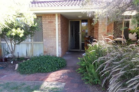 2 Bedroom Shared in 4-Bedroom House - Thornlie