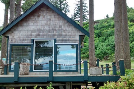Ocean Waterfront Beach Cottage - Quathiaski Cove