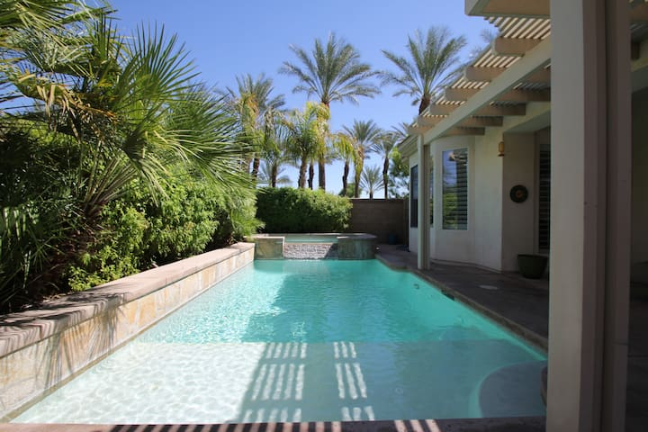 Stucco home with private pool/spa - Indio - Casa