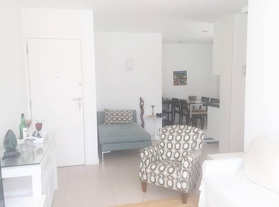 Sala de estar e Cozinha Americana / Living Room and American Kitchen