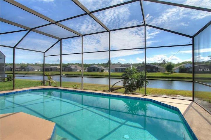 Luxury Villa-Private Pool lakeside, 20'' to Disney