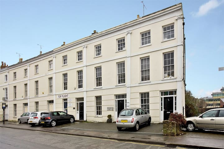 Central 1st class apartment Parking - Cheltenham - Lejlighed