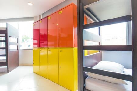 Premium Backpacker 8 Bed Mixed Dorm - Asrama