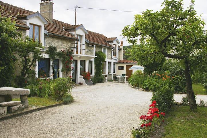 Gite chez JO - Longchamp-sur-Aujon - Hus