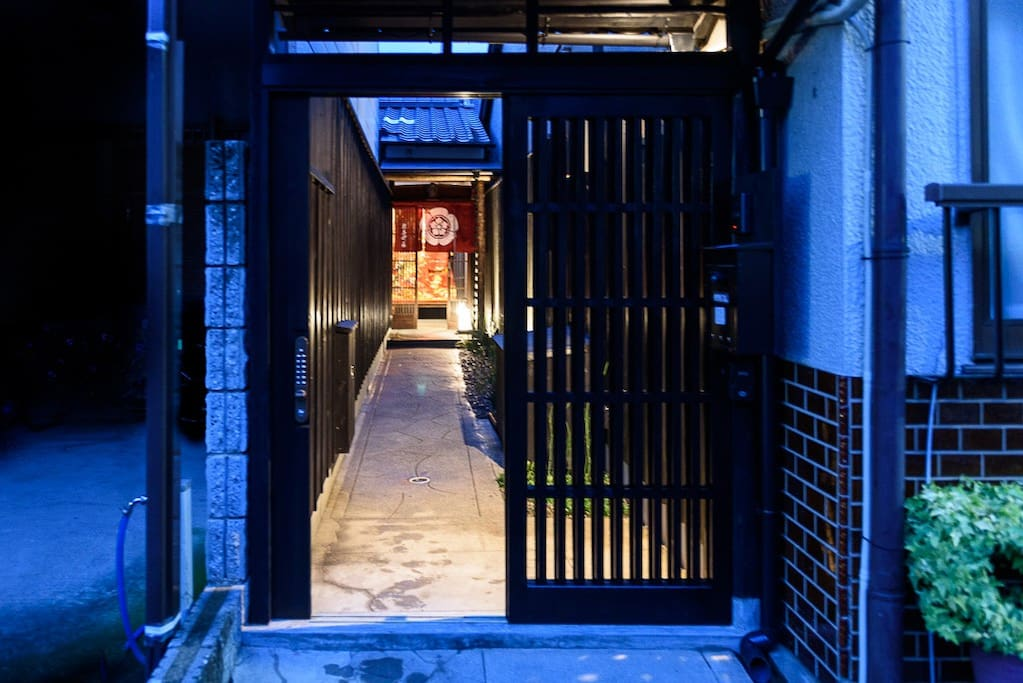 The street gate and access to the house by a long corridor from the street.
